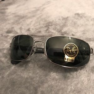 Brand new Ray Ban sunglasses!!
